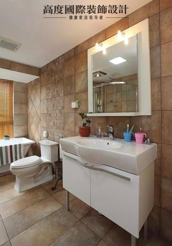 卫生间隐隐透出美式的风格,卫生间的墙面是其最大的特色,简单的材质,却有不同拼接方法,看似粗犷,实则用心。