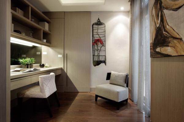 重视功能和空间组织,注意发挥结构构成本身的形式美,造型简洁,反对多余装饰,崇尚合理的构成工艺,尊重材料的性能,讲究材料自身的质地和色彩的配置效果