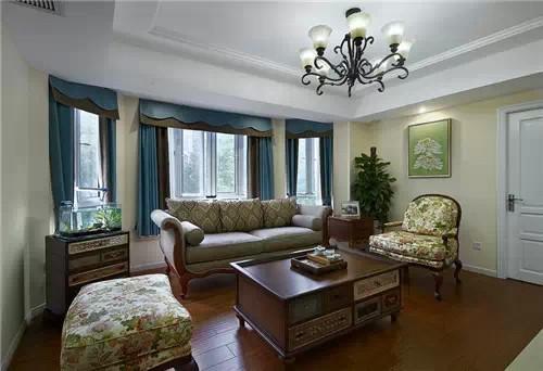 客厅:中西合璧,有东方的娴静自然,也有西式的典雅气氛