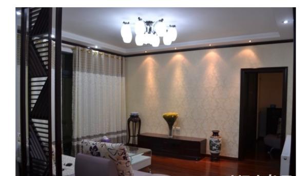 把阳台打开与客厅相通让不大的客厅尽显宽阔,增加客厅的采光面,用古典樱桃木增加客厅的温馨感。还有进门回字型玄关起到开门见山作用。古典电视柜加上中式花格还有中式墙纸融入一体