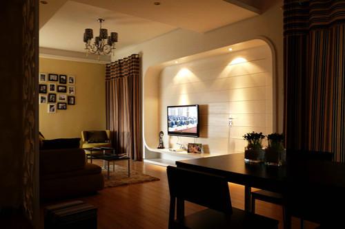 原有是单独分开的一个卧室和客卫生间合分别并到一起,形成一个带卫生间的套房,让整个功能空间更加整体实用