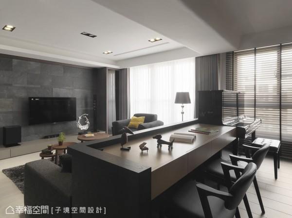 为了创造客厅宽敞的视觉效果,打掉原有的隔间墙,利用半高矮墙的设计,无形中做了空间区隔。