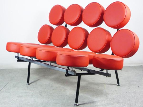 作为20世纪美国极具影响力的建筑师、家具设计师和产品设计师,乔治?尼尔森(George Nelson)的许多设计作品都来自基本几何形态的组合延伸,他向我们展现了几何的多元化灵动造型。