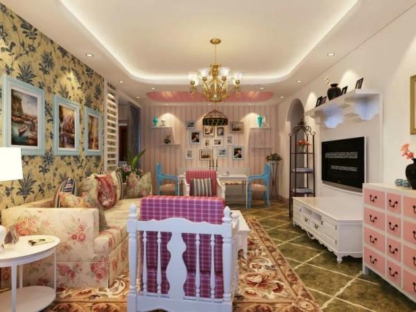 丰立装饰设计师在沙发以及沙发背景墙这部分运用了各种花配合在一起,犹如一个花园。在对面的电视墙上面,就采用了极简的白色为主与之搭配。