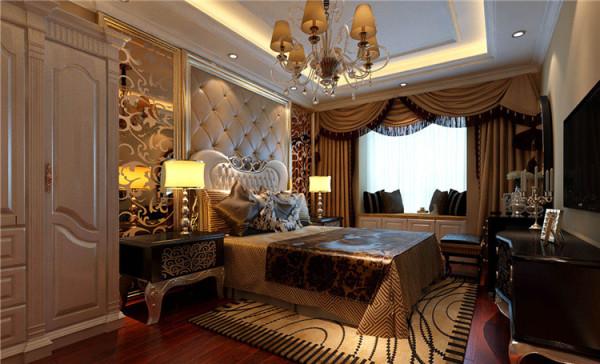 设计: 设计理念:作为婚房使用,卧室即不能走失新古典的风格,又不能脱离整体色调,同时还要有新婚的喜庆感。亮点:顶面造型配上华丽的水晶灯,床头造型使用香槟银色的软包,