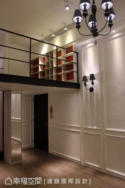 以古典线板设计凸显挑高空间,收纳柜镶嵌镜子,除了有放大空间的效果,也创造晶亮的质感空间。 (此为3D合成示意图)