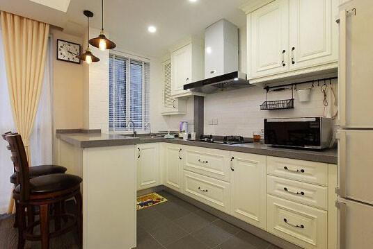 开放式厨房很西范,小小吧台随性雅致