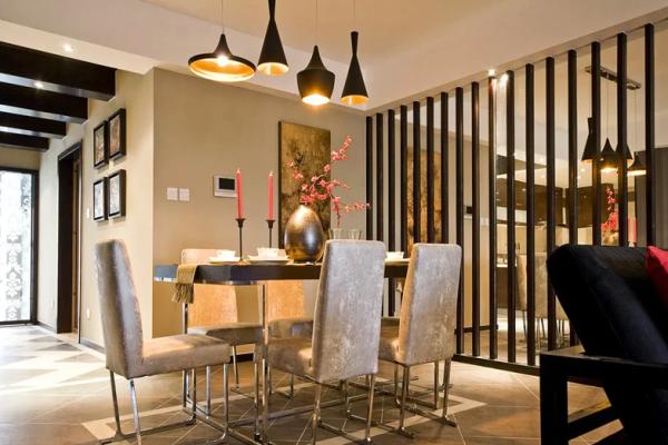 有没有感觉到原木色的家具,配上我们暖色的灯具,调和了整个色系,温暖不少。
