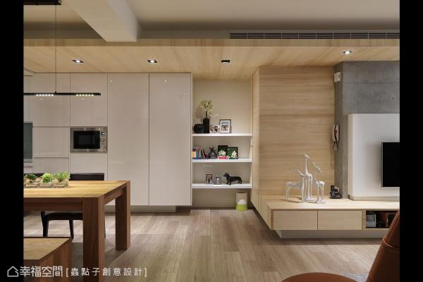 客、餐厅间的表示层板,也作为美丽的端景,缔造高品味与优雅的格调。