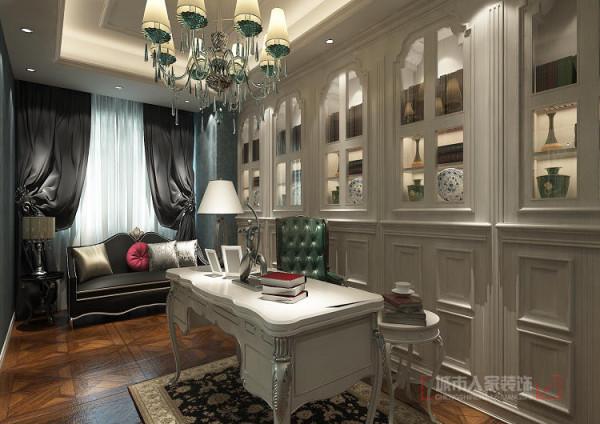 书房采用了灰蓝色壁纸,结合深色窗帘和沙发,让学习和工作的环境安静下来,整面墙的书柜在功能方面增加了储藏的空间,同时也让装饰效果配合拼花地板显的气派而奢华。