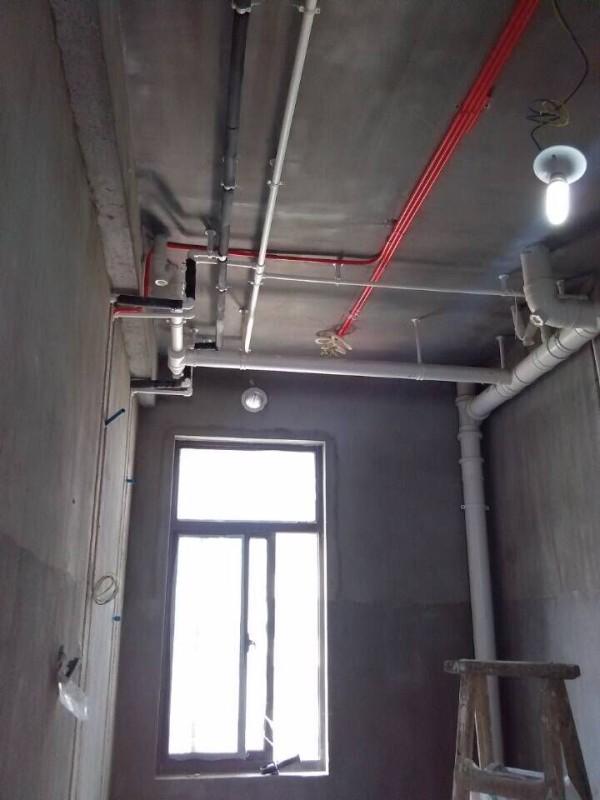 虽然装好之后是用铝扣板吊顶吊起来是看不见的,但是隐藏的细节更重要,更要求完美。