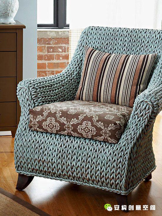 例如藤制家具与柔软的布艺巧妙地糅合在一起,令悠闲感大幅提高,令本来舒适清凉的藤器有了温暖的亲切触感。