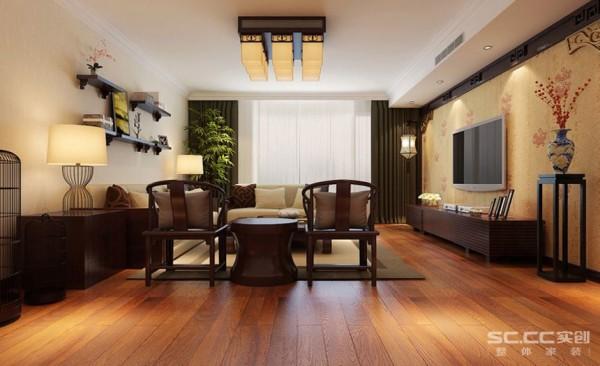 客厅设计:电视背景墙做了简单的造型,用壁纸衬托。中式圈椅,深色窗帘整体,实木复合地板。客厅进去显得大气,上档次