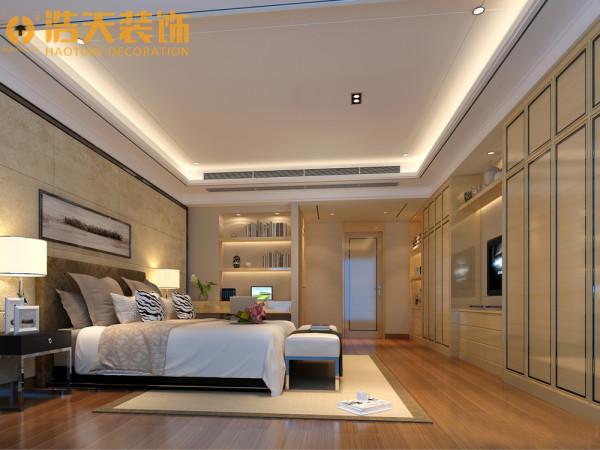 主卧在宽敞的格局里,设计师以造型单纯,看似背景墙,但其是柜子做了空间主角,藉由米黄以金属边的碰撞,细腻的线条收边及造型处理,放大了空间的使用,也给予温和而开阔的视觉意象。