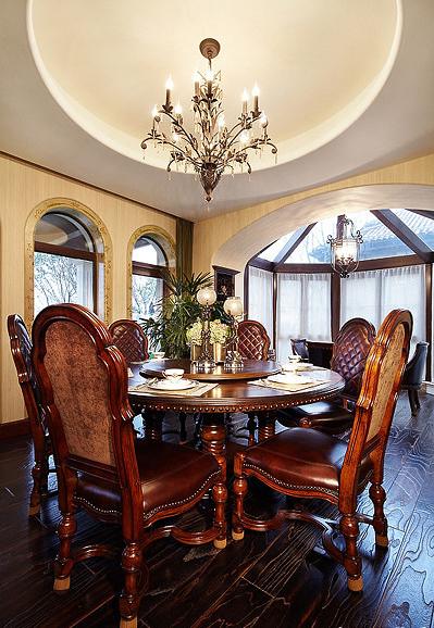 桌椅款式,窗户设计也很有讲究,可以设计成典型的罗马造型,使整体空间具有更强烈的西方传统审美气息;