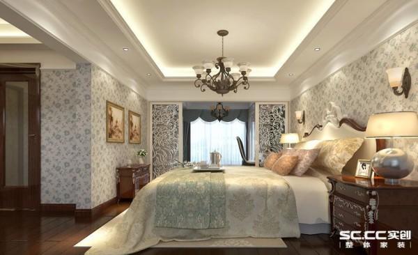 设计理念:欧式的居室有的不只是豪华大气,更多的是惬意和浪漫。主卧是欧式另一大设计要素浪漫的真实体现者。 亮点:柔美壁纸的浪漫情怀与现代人对生活的需求相结合,兼容