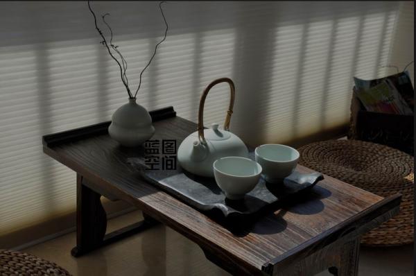 榻榻米的形式作为小憩的地方,更能突显茶室的休闲区域,轻松而自由的休闲区域,增加了家庭的温馨感。
