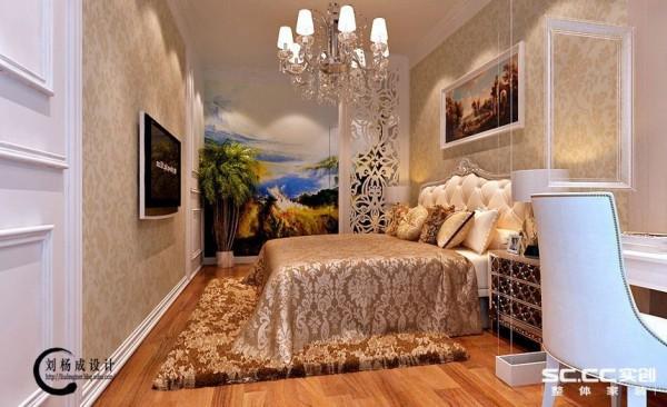 美式风格的壁画,让人有种亲近自然的感觉,整体墙壁采用暖色花纹壁纸,配合着独显美式风格的床,灯,壁画等装饰品,