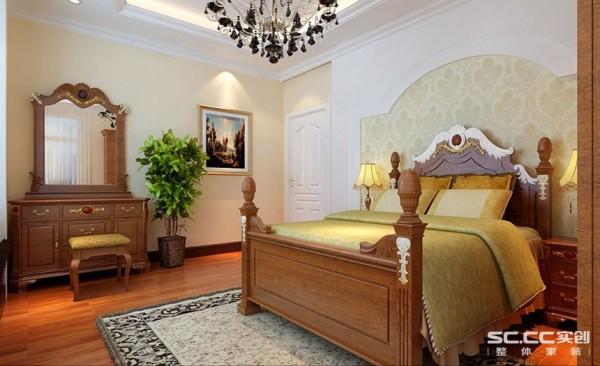 卧室设计: 主卧作为业主休憩的场所,已不再需要过多的装饰,一面简欧图腾壁纸,点缀主卧单调的空间