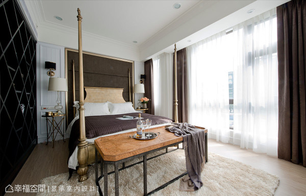 主卧室在色调与设计上,以较时尚美式都会风陈设,精致的四柱床与菱形柜提升空间的奢华精致感。