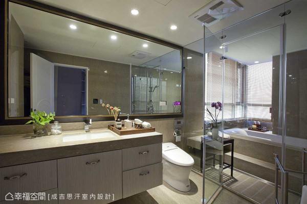 客变时即予以调整的卫浴动线,将淋浴与泡澡区块整并,让干湿分离概念有了更精确地落实。