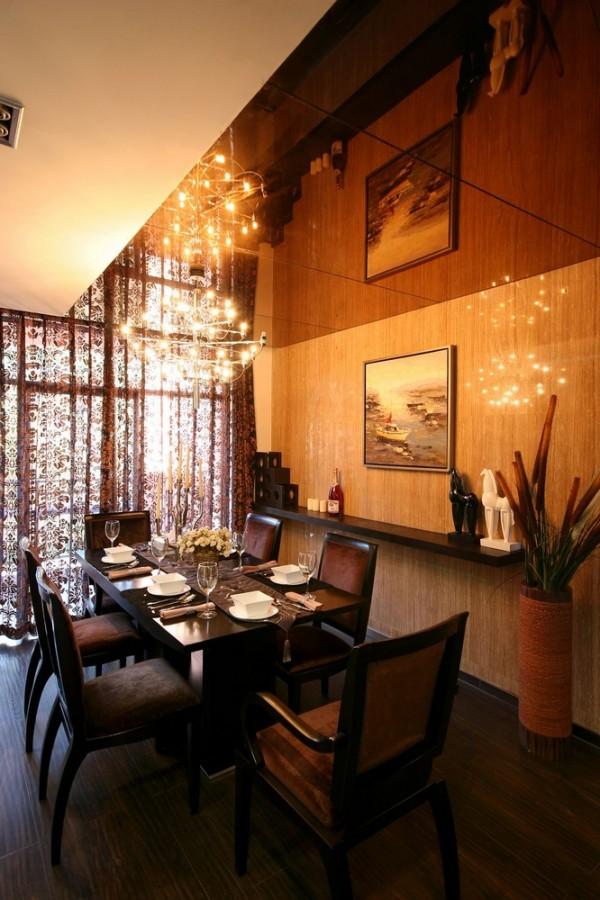 墙面的隔板在空间的设计上不仅起到装饰的作用,也能起到储藏小物件的空间。
