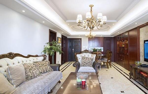 客厅选用欧式沙发
