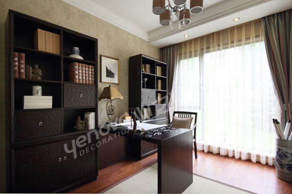 书房的设计是追求一种修身养性的生活境界。窗帘为主的软装饰在狭小的空间尤为重要。