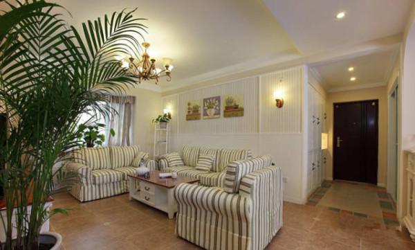 条纹的沙发配上条纹的沙发背景墙纸