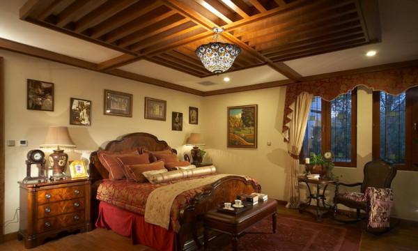 美式床极有特色,床之所以高,是因为有两层床垫,据说这样更加有弹性。