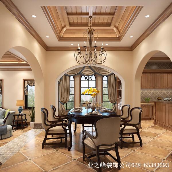 东山国际别墅装修餐厅:深沉色彩的瓷砖铺贴,带来空间静雅温润的视觉享受,醇厚自然。木质的吊顶修饰造型简洁清朗的吊灯,彰显文艺情怀,别有风韵。