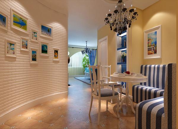 设计理念:餐厅背景墙用胡桃木做了弧形的造型,既增加了空间的延展性,又使得餐厅背景墙的圆滑性。在水晶吊灯的配搭下,共演美妙的光影之舞。墙面配以花朵的挂画,给空间多了一丝生气