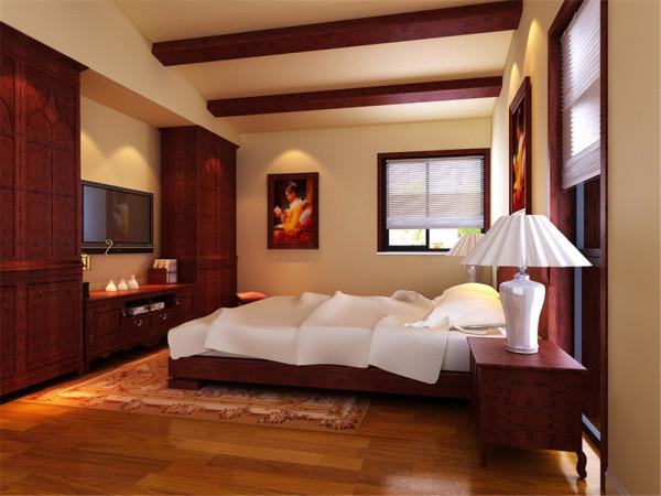 本案例的亮点为客厅的电 视背景墙是最能体现设计风格的地方,所以客厅的电视背景墙,欧式风格的深色壁 纸配上两侧的造型以及壁灯,显得非常的大气,而和电视背景墙呼应的沙发背景墙 则采用了浅色系