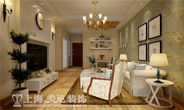 郑州建业贰号城邦90平方两室两厅田园风格装修效果图--客餐厅,一个极富收纳功能又有观赏价值的衣帽柜,打破了收纳的单一性,保持室内私密性的同时,合理地利用空间。