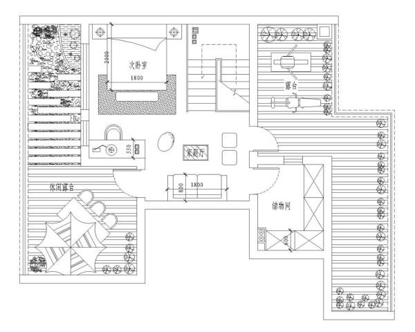三层平面布置图。顶层是阁楼结构,室内有卧室区、家族厅和卫生间功能,南北相向的大露台,设计师将露台打造成家族或朋友聚会的休闲露台,也可以在这里欣赏的满天繁星的夜。