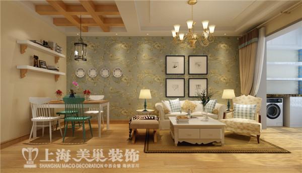 建业贰号城邦4号楼两室两厅田园风格装修方案-客餐厅,餐厅木质假梁的吊顶让空间更加的自然,白绿相间的实木餐椅与沙发背景绿色的壁纸相呼应,让空间更加的协调。