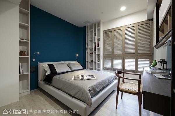李千惠设计师充分运用畸零角落,以系统柜打造机能完备的男孩房。