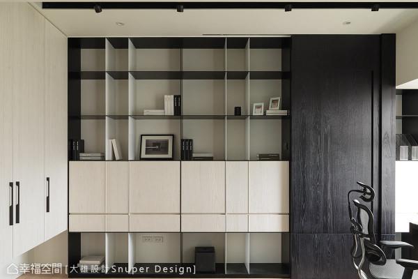 搭配黑白色为造型,木作的柜体融合铁板材质,呈现出细腻线条的比例美感,也兼具收纳机能。