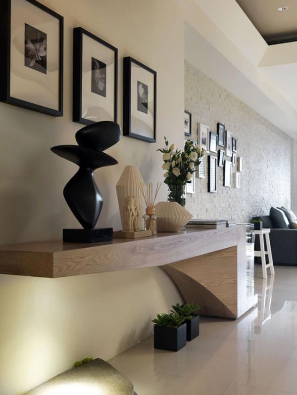 玄关的造型设计简单、大气,与墙面的设计相互呼应。