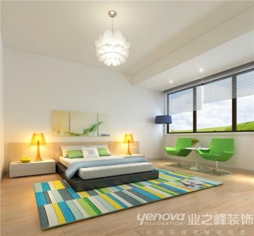 此区域为客房区域,设计师在设计此区域主要运用的北欧风格的家具、绿色的花地毯及绿色的休闲椅有效的搭配。