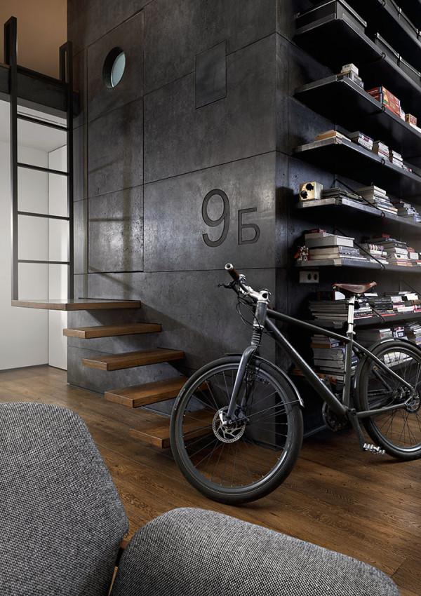 在房间的角落里摆放着自行车,很随性的摆放。