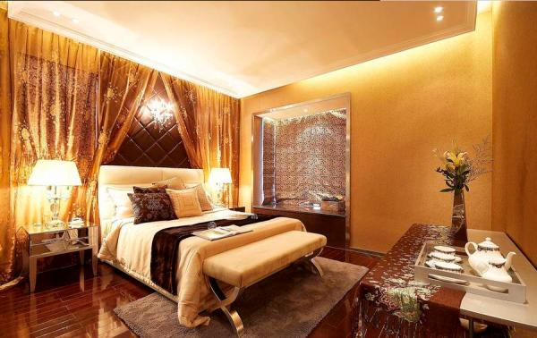 将半开放式的露台,改造成悠闲舒适的娱乐房,两间套房式的设计,除了体现奢华之外,更增加了使用的舒适度。