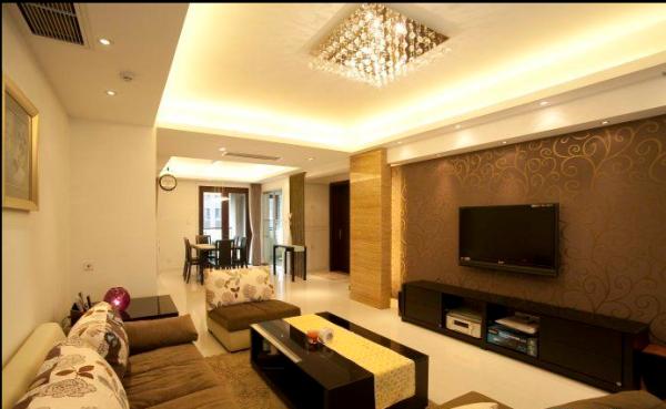 客厅秉承了建筑的优势,宽敞明亮,带有宽阔的休闲露台,电视背景黄洞石和墙纸的运用,光面和柔面、直线与曲线的对比,使空间极具柔和,同时在几个折面上运用大理石的跟进,使开阔的空间多了连贯性。