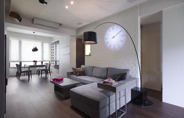 墙面的钟表设计,让整体的空间看起来更加的美观。