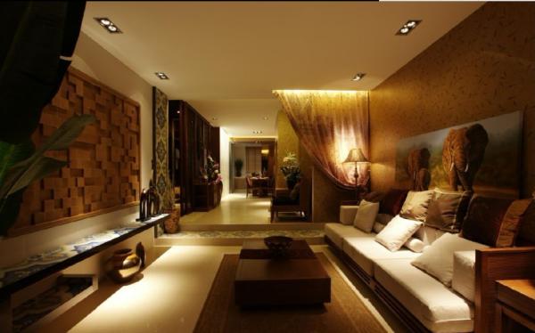 背景墙和家具地板上的花纹都带着明显的异域风情