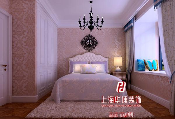 卧室用了一些暖色的墙漆和配饰,空间虽小,但是运用的还是比较合理。