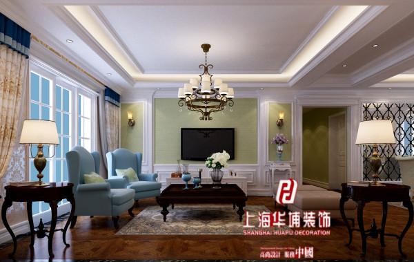 为了避免因单调而引起的审美观疲劳,设计师巧妙的将电视背景墙换成了淡绿色,这种颜色更耐看并且美观。