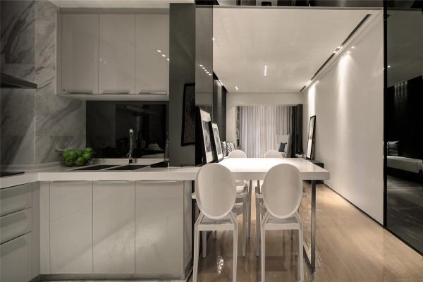 开放式厨房的设计让您享受回家做饭的舒适感