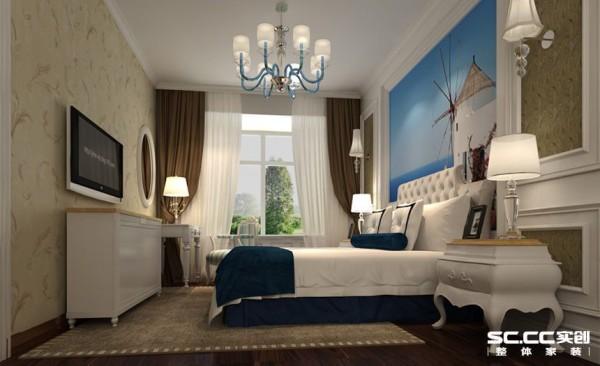 主卧室的设计我们则更多的注重了舒适性以及实用性,白色的顶面加上石膏顶角线和水晶灯搭配,床头背景采用护墙板与壁纸的相结合,搭配上软包高靠背的床,整个空间显得更加温馨,地面使用木地板,使人脚感更加的舒适。