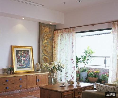 客厅。花花草草,纯天然的装饰,无毒无污染。